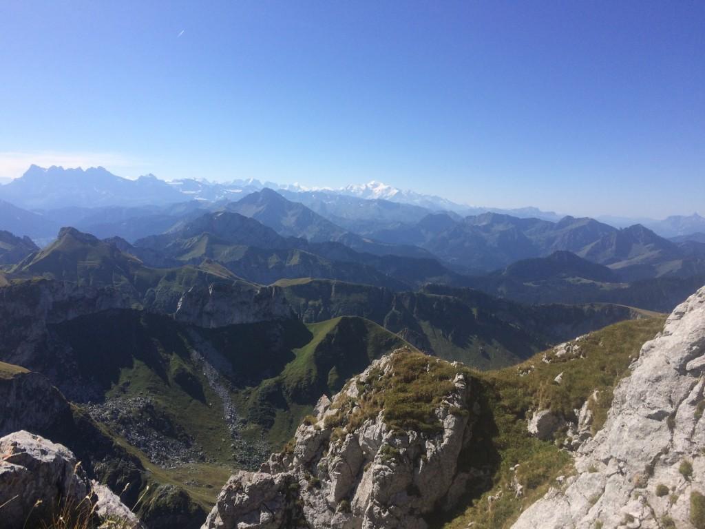 Bernex : départ de la Fétiuère (1312 m) arrivée au sommet de la dent d'Oche (2222 m).