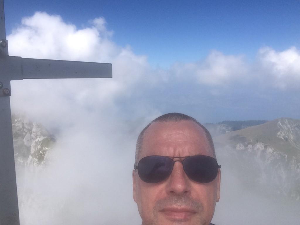 Toujours la tête dans les nuages le Didier. Sommet de Le Château d'Oche 2197 m.