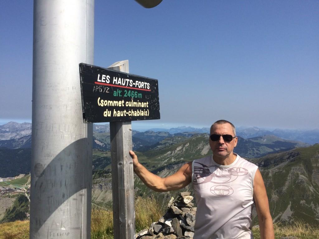 Avoriaz, départ des Prodains (1173 m), arrivée au sommet des Hauts Forts (2466 m) par la crête Est escarpée, et descente par le col du Pic à Talon. Observation : une vipère péliade, un Circaète Jean-le-Blanc (rapace).