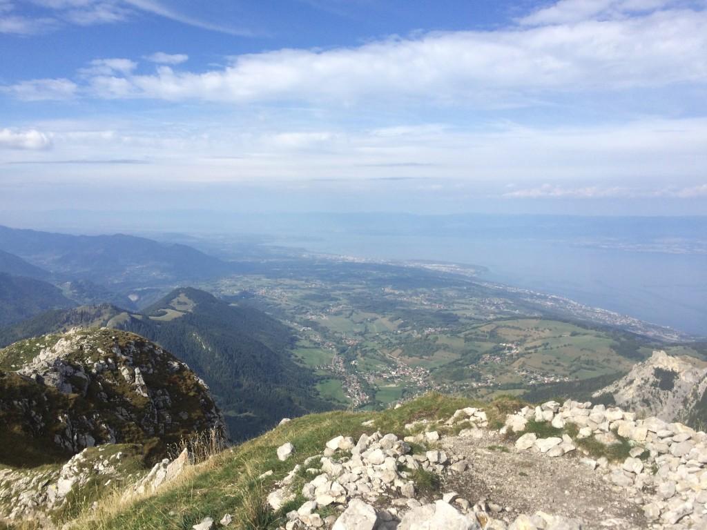 Départ de Bernex depuis la Fétiuère 1206 m, arrivée au sommet de la Dent d' Oche 2222 m par le col de Planchamp 1996 m, et retour par le col de Rebollion 1925 m. Observation : bouquetins.