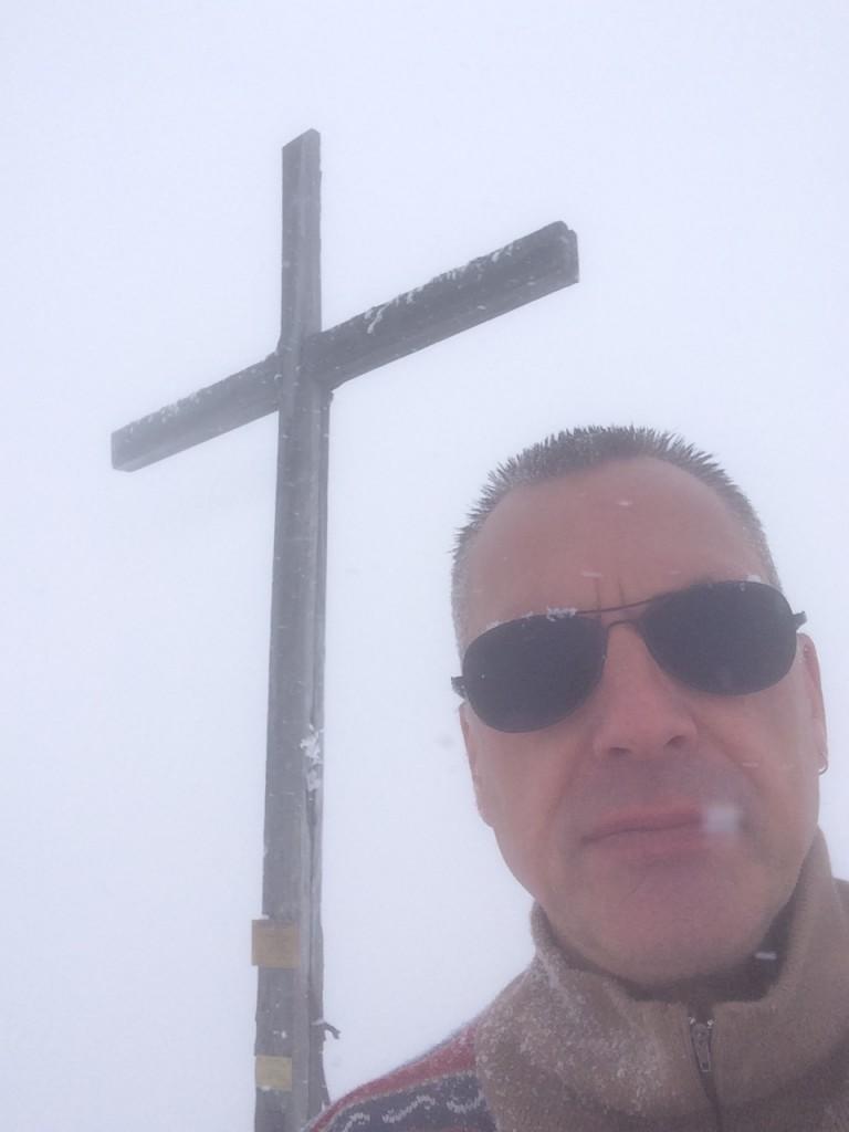 Départ du Flon (CH) 1060 m, arrivée dans la brume et sous la neige au sommet du Grammont 2171 m. Observation : un écureuil.