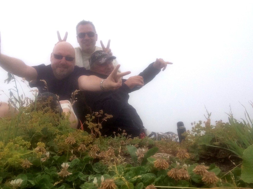 Rando avec mes deux frangins Pascal et Franck au départ de la Chapelle d'Abondance et arrivée à 1993 m d'altitude sur la crête des Blattes au pied du Mont de Granges. Observation : une vingtaine de chamois et une gnole tenace.