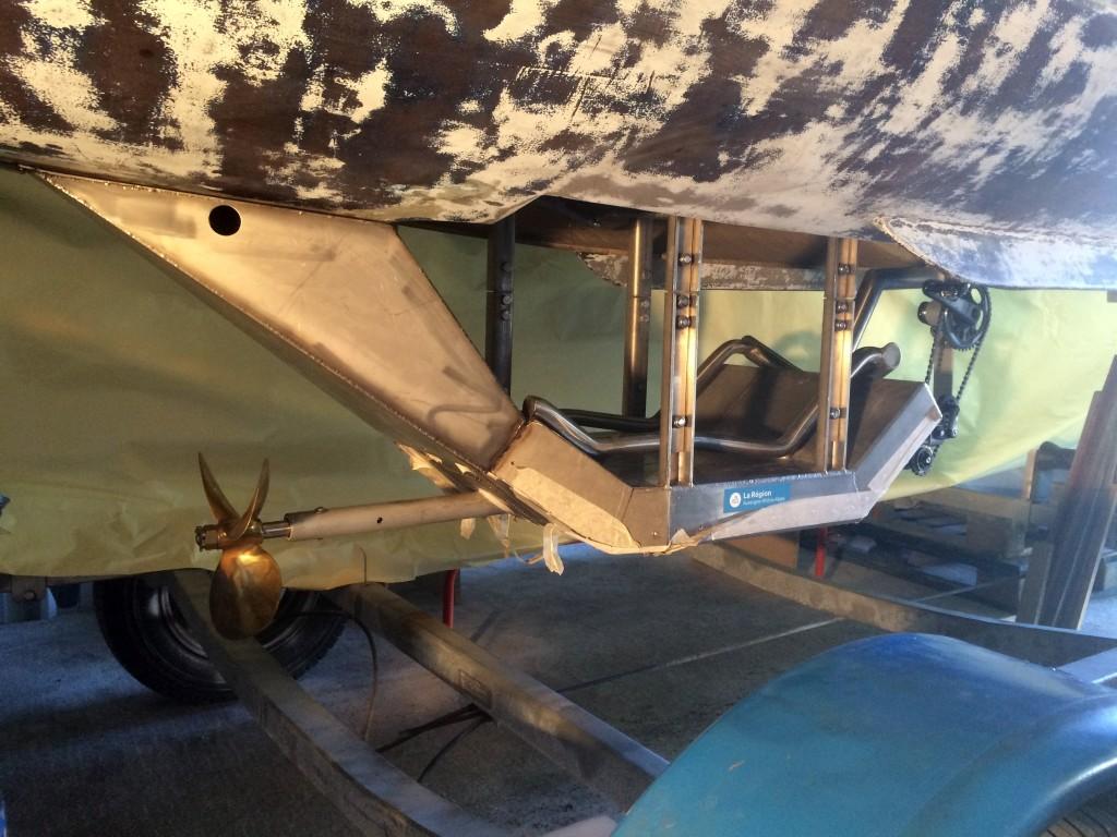 Caisson supplémentaire à l'arrière du siège qui accueillera une centaine de kilos de plomb.