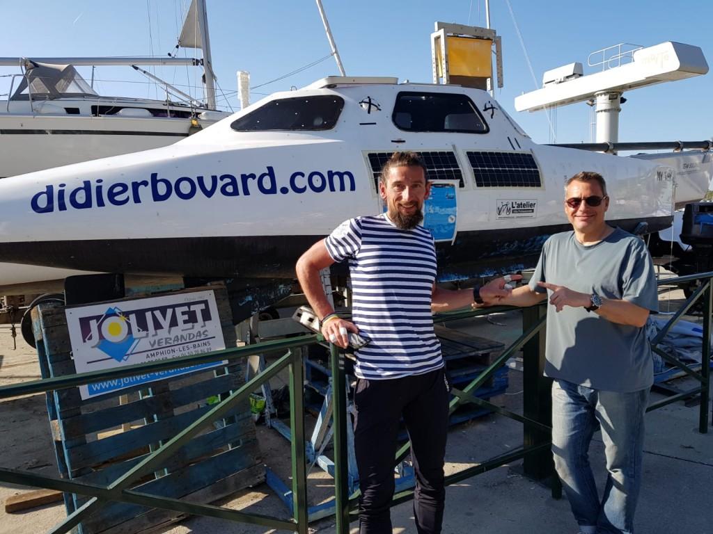 Quand deux baroudeurs des mers se rencontrent au port de Rives à Thonon-les-Bains devant My Way. Didier en compagnie de Stéphane Brognard venu goûter au lac Léman pour sa préparation de la traversée du Pacifique sud en 2021.