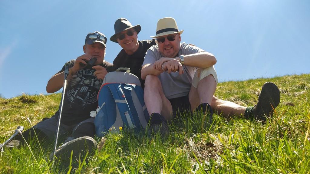 Les trois frères, Pascal, Didier, Franck en rando au sommet du col de la Corne 2159 m après 860 m de dénivelé.