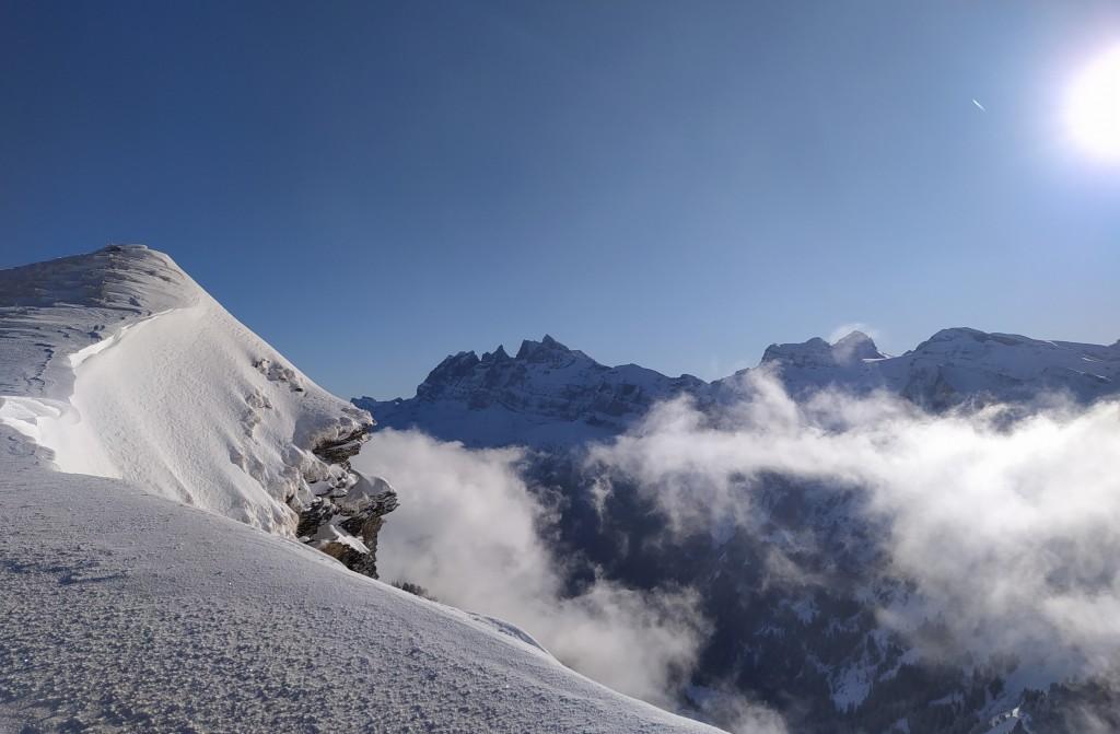 Du haut du télésiège du Fornet 2221 m. Vue sur les Dents Blanches.