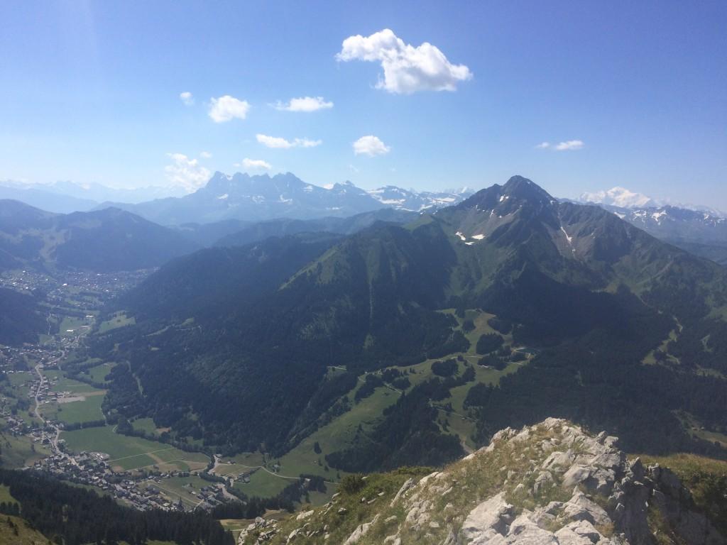 Départ Abondance lieu dit Le Sauvage 1221 m, arrivée au sommet du Mont Chauffé 2034 m. Observation : des edelweiss et un sanglier.