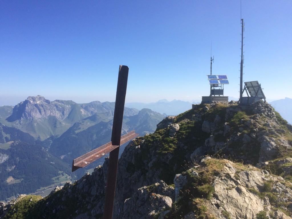 Départ Abondance lieu dit la chapelle St Théodule 1338 m, arrivée au sommet du Mont de Grange 2432 m. Observation une quinzaine de chamois, un aigle royal, une dizaine de vautours fauves, un faucon crécerelle, une marmotte.