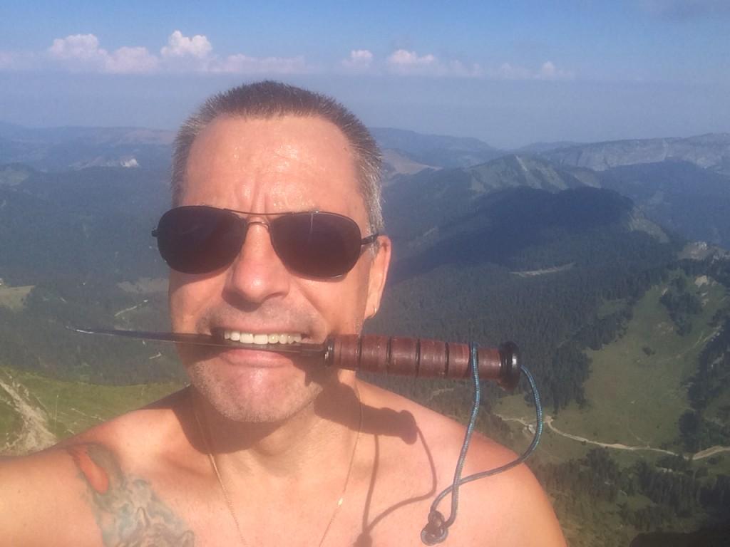 Le couteau entre les dents, en grimpant au sommet du Roc d'Enfer, ce samedi 4 août, j'ai dépassé les 30.000 m de dénivelé depuis fin avril.
