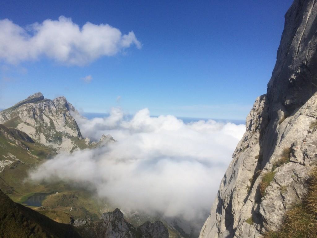Départ Vacheresse Chalets de Bise (1502 m), puis Col de Bise et arête de Charousse (2003 m), Dent du Velan et Col d'Ugeon. Observation : Aigle royal et bouquetin.