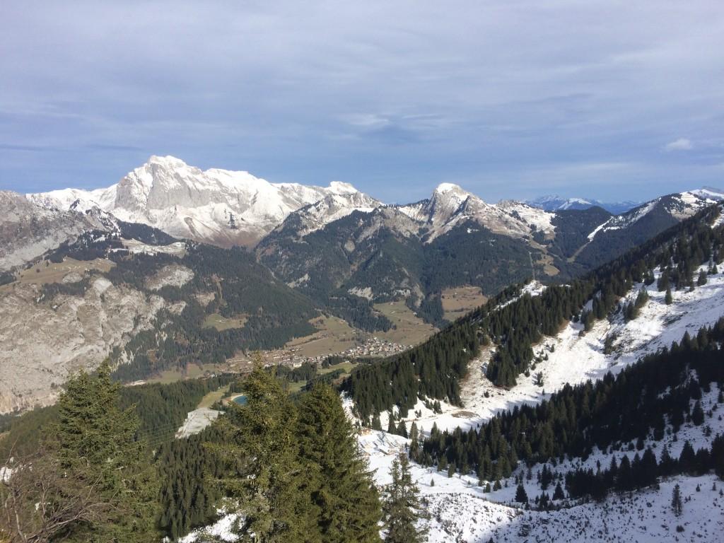 Départ d'Abondance (Richebourg) 970 m arrivée sur la crête de Belair 1900 m. Observation : une bécasse, quatre biches, trois chamois et une trentaine de mouflons.