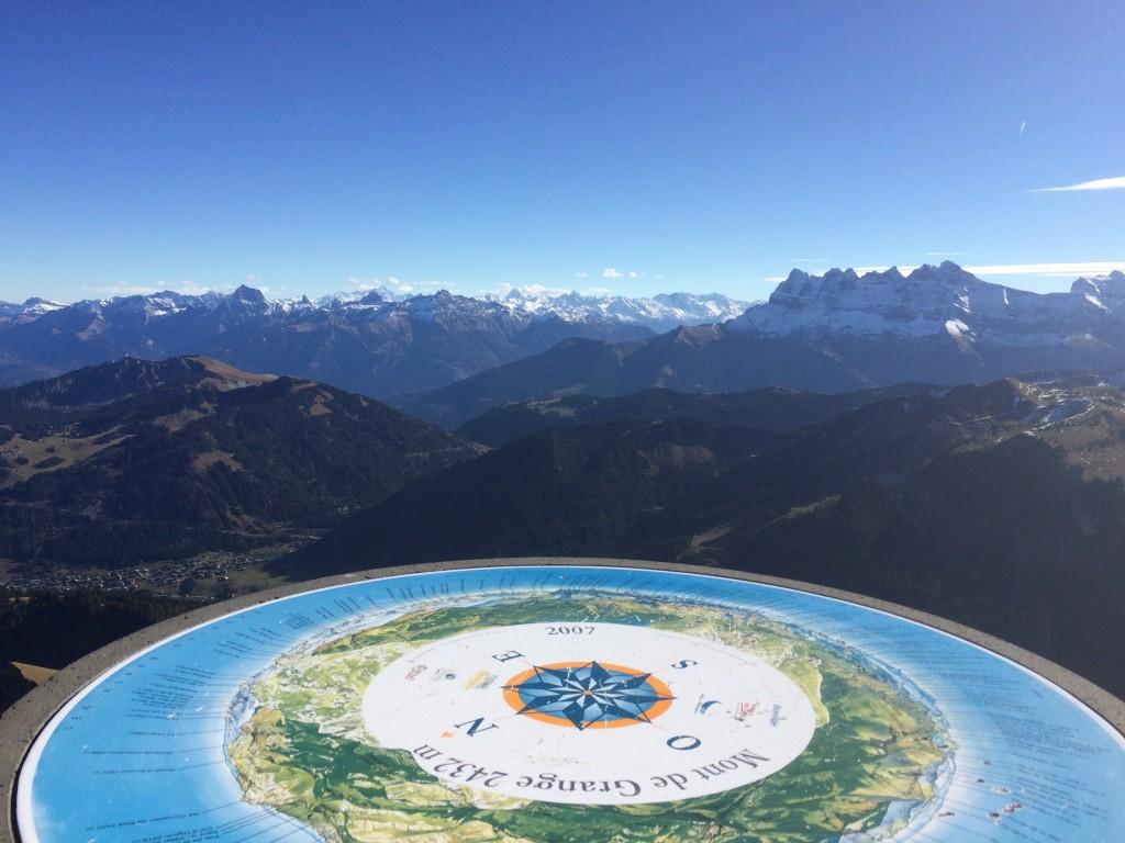 Départ de la chapelle St Théodule 1324 m (Abondance), arrivée au sommet du Mont de Grange 2432 m par l'arête de Pertuis, pour atteindre les 50.533 m de dénivelé depuis fin avril. Observation : une vingtaine de chamois dont cinq très proches, huit mouflons et un aigle royal.