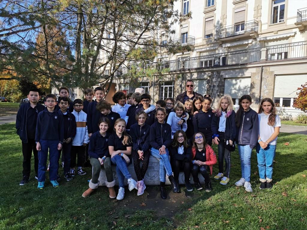 Grâce à Sandrine Figaroli enseignante et M. Thierry Germanier directeur au collège Champittet de Pully (Suisse) le 12 novembre j'ai été très heureux de rencontrer 200 élèves et leur faire partager mes aventures passées et celle à venir. Un grand merci à tous, Direction, enfants, enseignants.