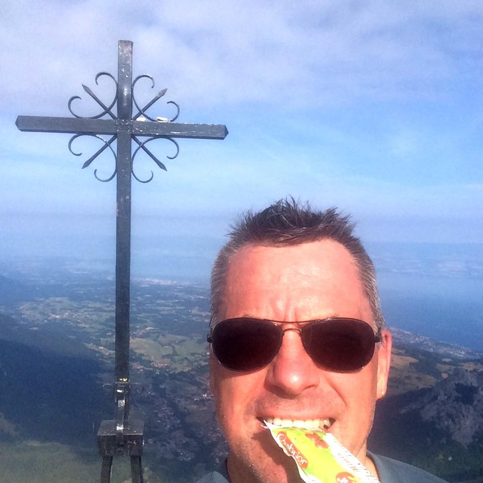 our de la Dent d'Oche 2222 m, observation, un écureuil noir et un roux, deux bouquetins, un aigle royal et des touristes :-)