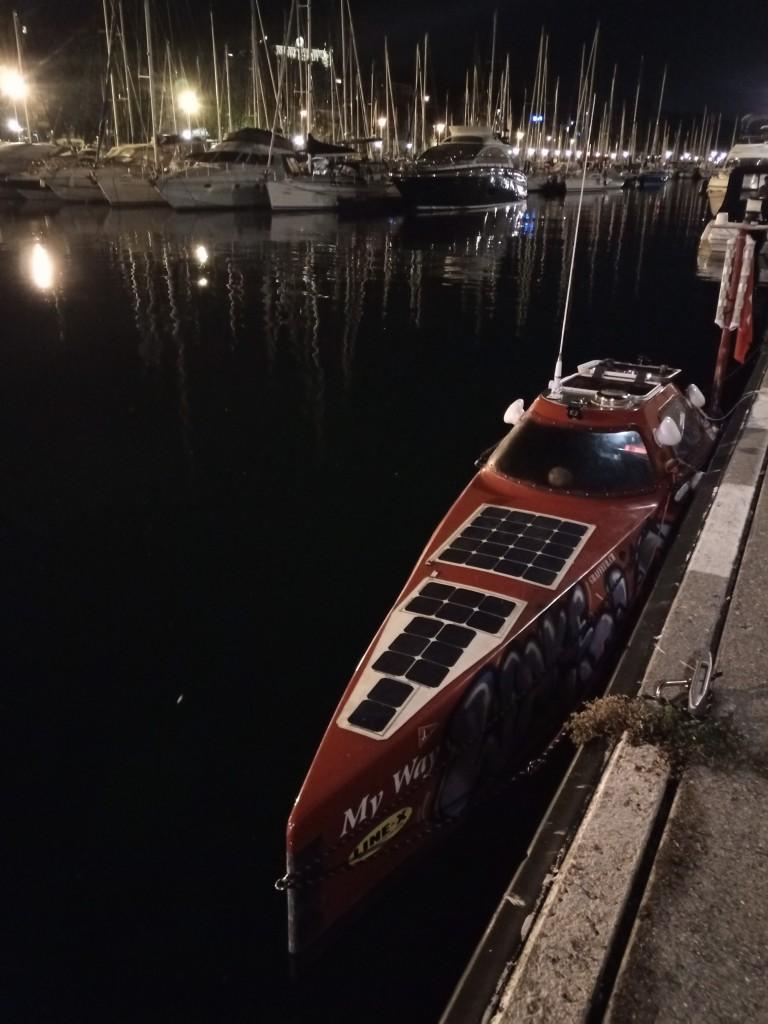 Arrivés au port d'Évian où on passe la nuit après 5 heures de pédalage depuis Rives